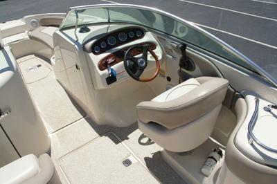 Interior of 2004 Sea Ray
