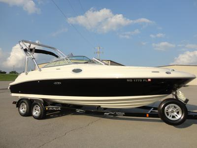 2008 Sea Ray 240 Sundeck with Wake Tower and Trailer