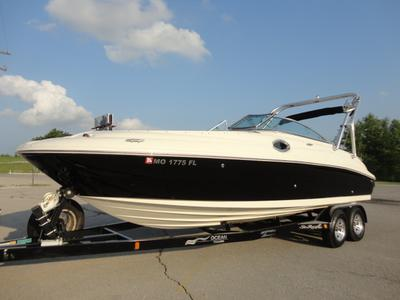 2008 Sea Ray 240 Sundeck Boat