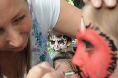 The Happy Face Painter at work.